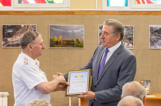 Лукин вручил ветеранам из Воронежа подписку на «Парламентскую газету»