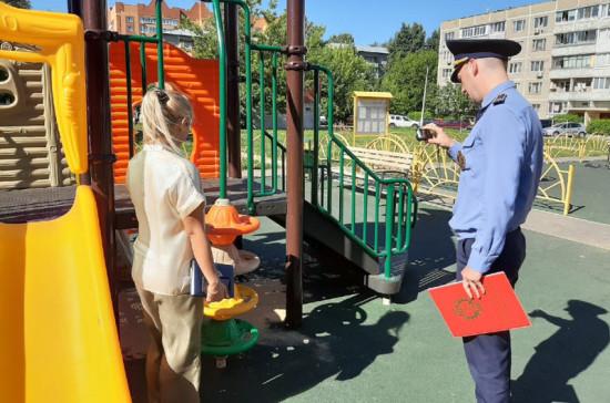 В Подмосковье устранили нарушения на 70 детских площадках