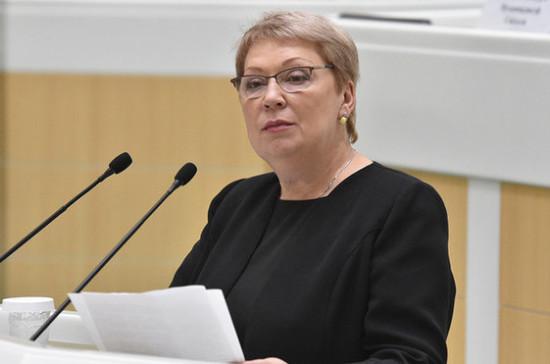 Васильева отметила заботу депутатов об организации горячего питания в школах