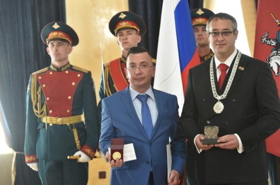 В Мосгордуме наградили журналистов «Парламентской газеты»  юбилейной медалью