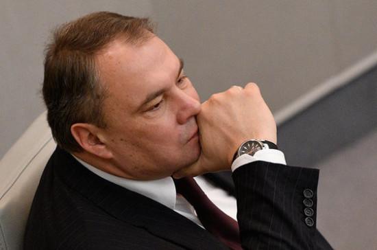 Россия не собирается выполнять резолюции ПАСЕ, принятые в её отсутствие, заявил Толстой