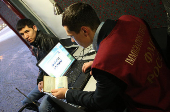 Иностранцам с неоплаченными автоштрафами закроют дорогу в Россию