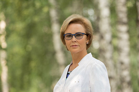 Депутат Госдумы помогла пассажирке самолёта, которой стало плохо