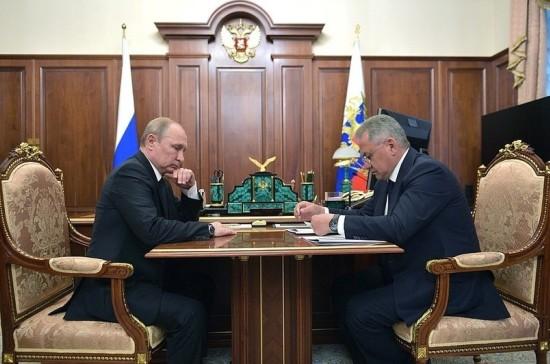 Путин поручил оказать помощь близким погибших подводников