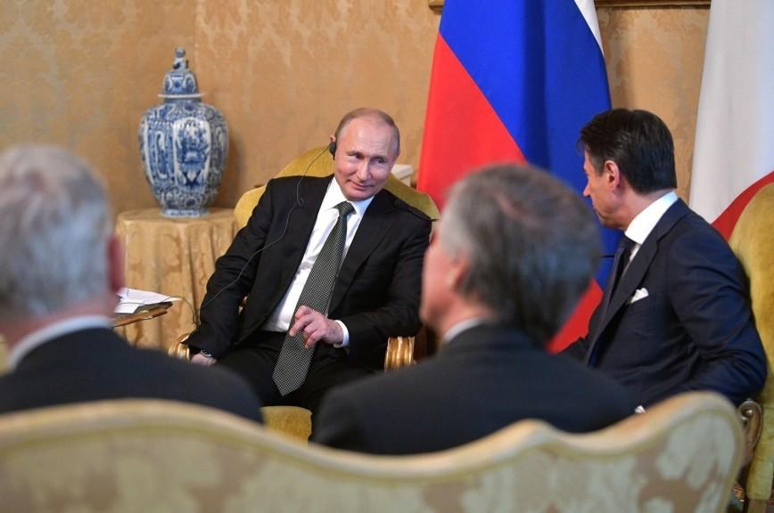 Путин призвал прекратить требовать от России выполнения минских соглашений