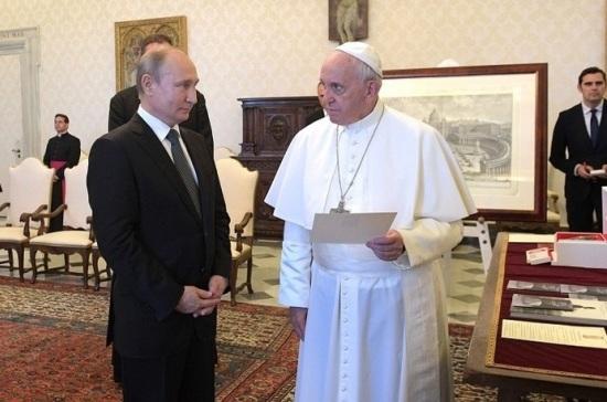 Песков раскрыл детали разговора Путина с папой римским