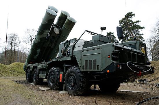 Поставки комплексов С-400 в Турцию идут по плану, заявили в Кремле