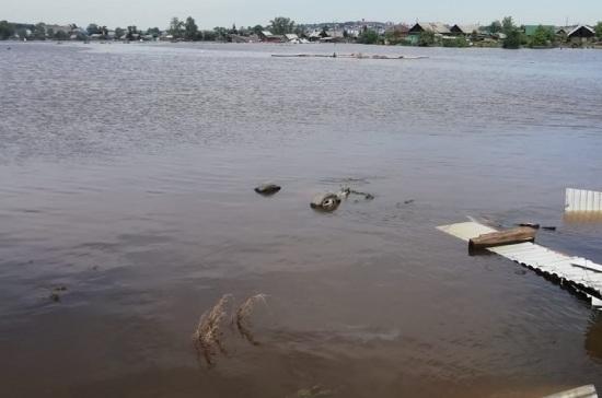 Военные химики проводят дезинфекцию системы водоснабжения в Тулуне