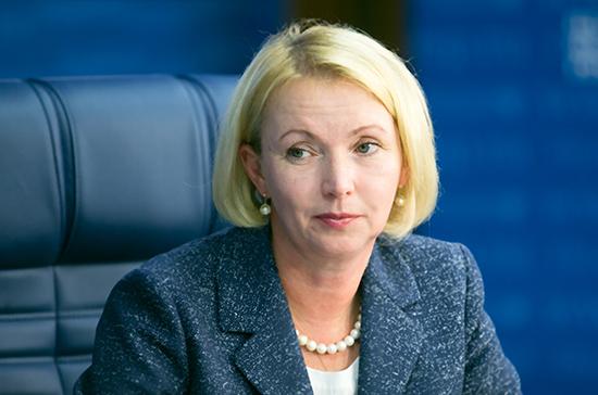Комитет Совфеда рекомендовал досрочно прекратить полномочия сенатора Гехт