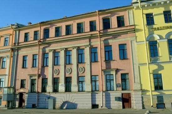 Петербургские депутаты просят отнять особняк Черкасского у нерадивых хозяев