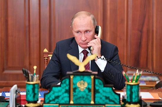Путин и Зеленский обсудили урегулирование конфликта в Донбассе