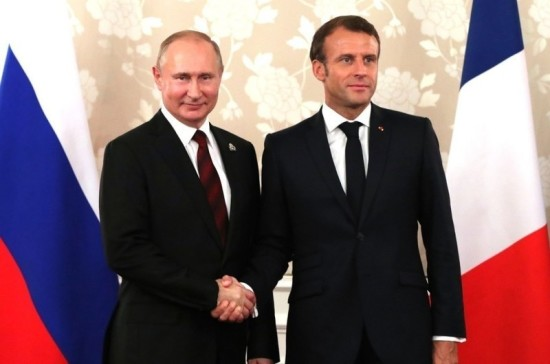 Путин поздравил Макрона с Днём взятия Бастилии