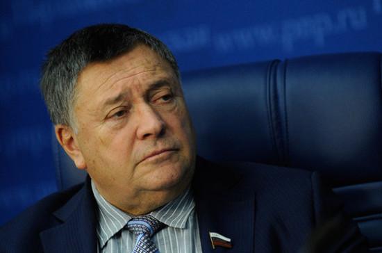 Калашников предложил снизить ставку по налогу на недвижимость для малых и средних предприятий