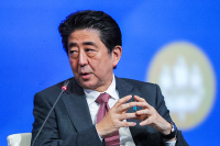Премьер Японии хочет заключить мирный договор с Россией до 2021 года