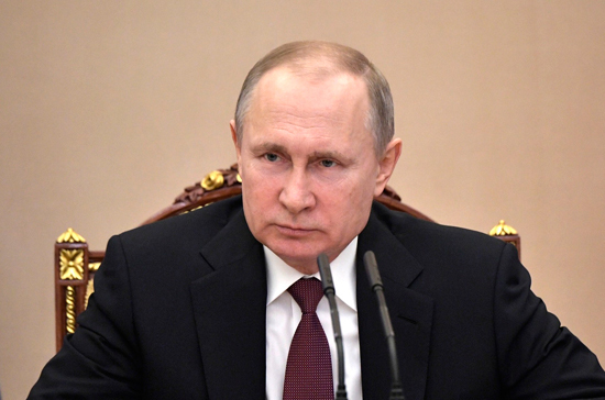 Владимир Путин поручил подготовить предложения о работе по распределению для выпускников медвузов