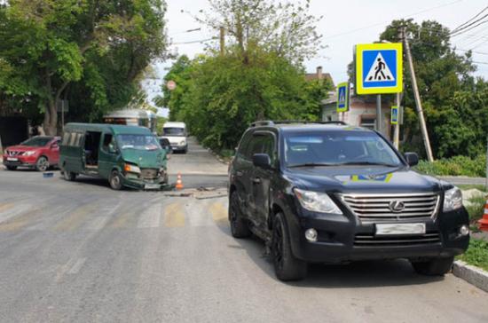 В ДТП с микроавтобусом в Севастополе пострадали двое детей