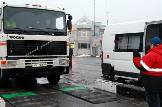 Совет Федерации отклонил поправки о весогабаритном контроле большегрузов