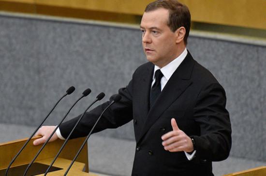 Медведев призвал губернаторов лично контролировать ситуацию с пожарами