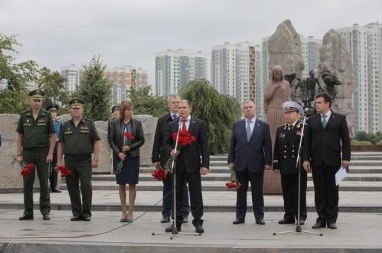 Романов назвал служащих ВДВ символом мощи и боеспособности Российской армии