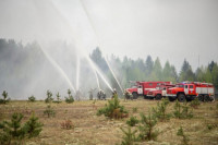 Первый замглавы МЧС вылетел к горящему в Красноярском крае военному складу