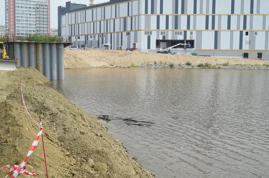 В Хабаровске перекрыли ворота дамбы для спасения города от паводка