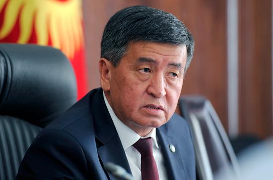 Президент Киргизии прервал отпуск и направился в Бишкек