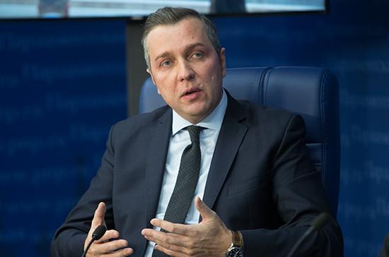 Старовойтов считает, что в работу над законом о такси должны включиться регионы
