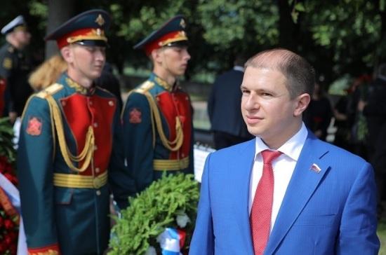 Романов поздравил петербуржцев с 75-летием окончания Ленинградской битвы