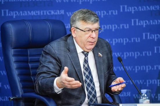 Рязанский назвал преждевременным сокращение рабочей недели