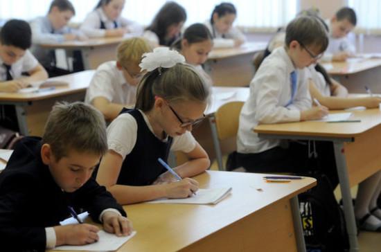 Большинство школьников не разбираются в рынке труда, сообщили в Минпросвещения