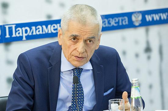 Онищенко поддержал идею ограничить продажу чипсов и газировки на предприятиях