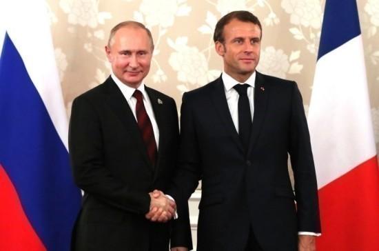 Путин прибыл в Марсель, откуда отправится на встречу с Макроном