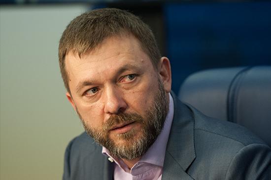 Депутат Саблин передал Асаду корабельный колокол от Черноморского флота