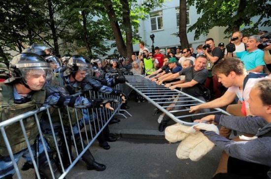 В МИД Китая назвали протесты в Москве попыткой вмешательства Запада во внутреннюю политику России