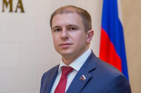 Романов назвал флаг России олицетворением величия страны