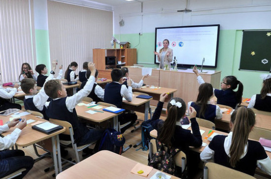 Бороться с кибербуллингом поможет внеклассная работа в школах, считает Окунева
