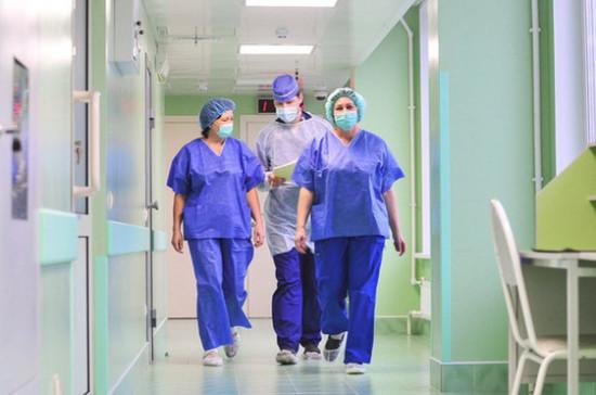 Миронов рассказал о подготовке законопроекта о повышении окладов врачей
