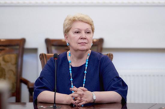 Васильева допустила появление проблем из-за запрета мобильных телефонов в школах