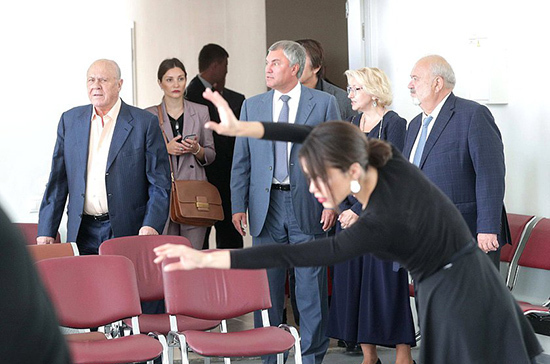 Спикер Госдумы предложил проводить выставки студентов ВГИК в Саратовском художественном музее