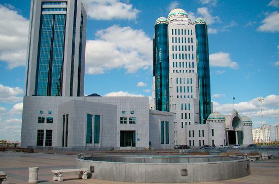 СМИ: деятельность казахстанских сенаторов стала максимально открытой
