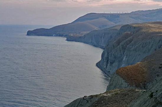 Спасатели обнаружили тело погибшей недалеко от места крушения катера в Крыму