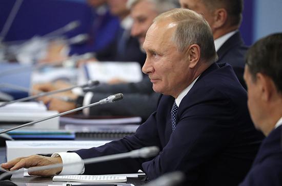 Путин призвал снизить стоимость космических пусков, сохранив их качество