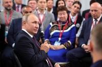 Решения о повышении зарплат медикам должны быть сбалансированными, считает Путин
