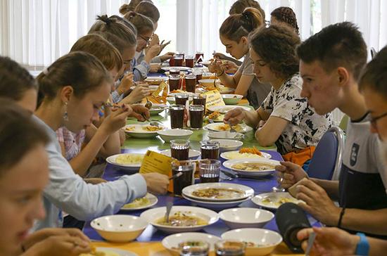 Неверов сообщил, что Правительство планирует рассмотреть отзыв на законопроект о горячем питании школьников 16 сентября