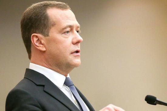 Медведев поздравил Беглова с избранием на пост губернатора Петербурга