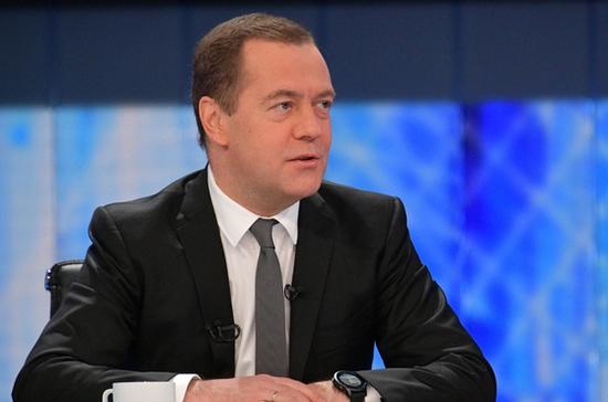 Медведев заявил о несоответствии темпов развития экономики России уровню поставленных задач