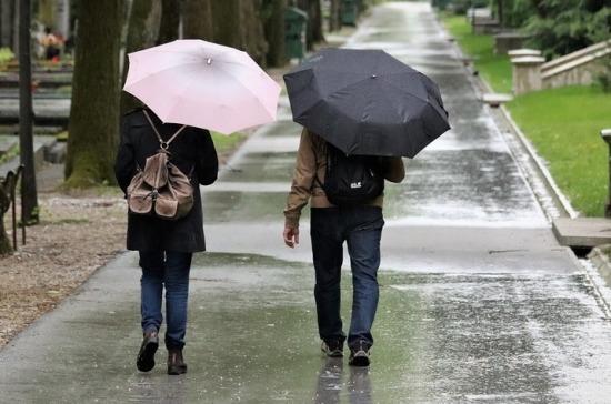 Москвичей предупредили о затяжных дождях и похолодании