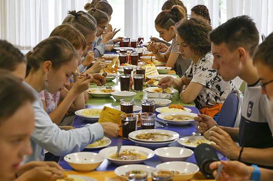 Правительство поддержало законопроект о горячем питании школьников