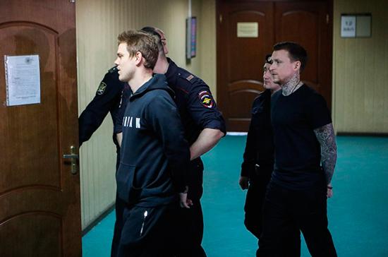 Футболисты Кокорин и Мамаев вышли из колонии по УДО