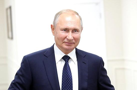 Путин назвал неустанный труд главным секретом успеха Меньшова